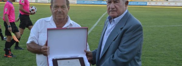 Manolo Cardo, homenajeado en el Estadio Guadalquivir